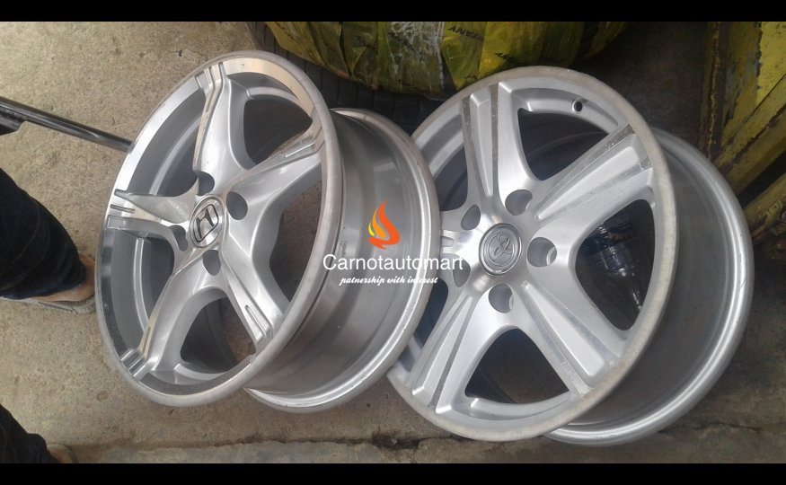 WHEELS FOR HONDA AND TOYOTA Cars In Lagos
