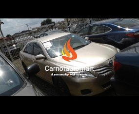 GOLD TOYOTA CAMRY LE 2010